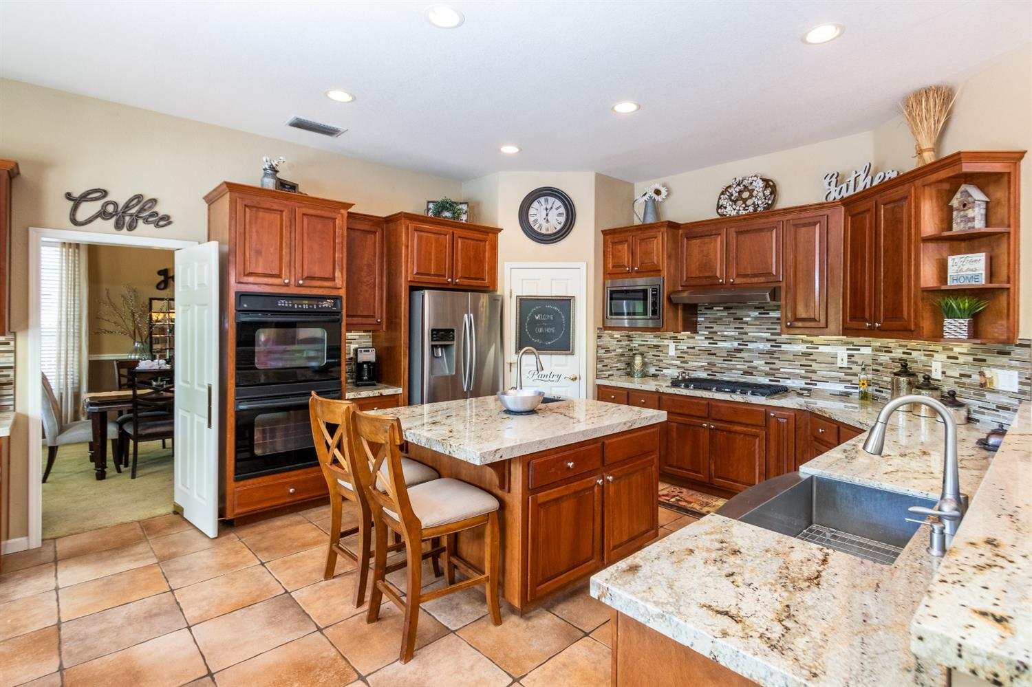 43 Hawk Crest Court, Roseville, CA 95678