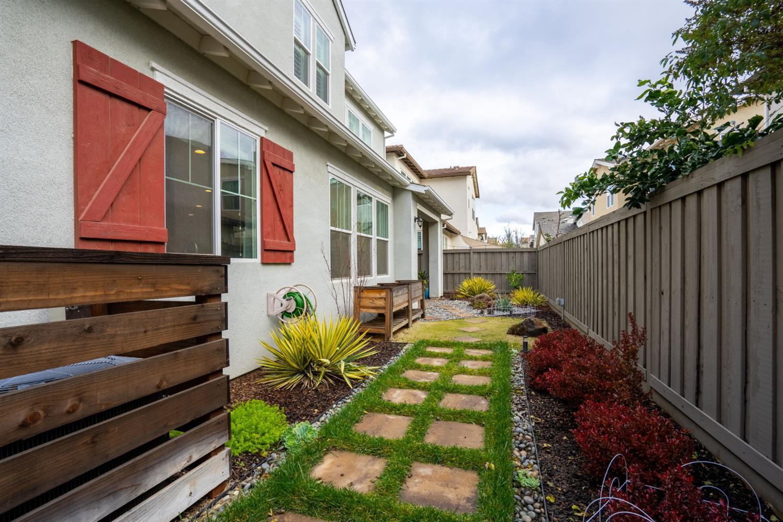 1014 Dolcini Lane, Davis, CA 95616