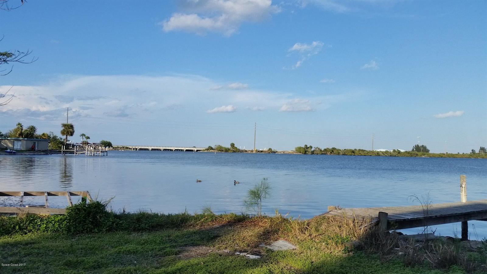 160 Banana River Drive South, Merritt Island, FL 32952