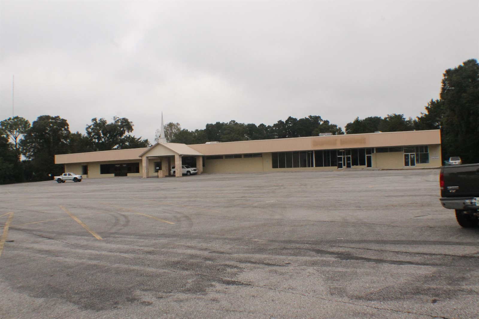 404 West James Lee Boulevard, Crestview, FL 32536