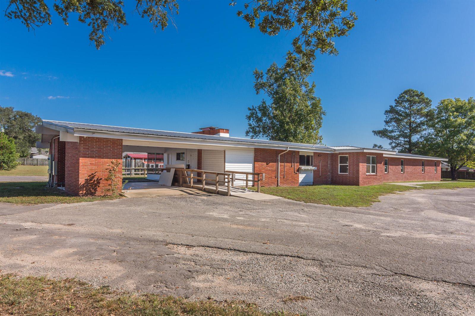 2301 West James Lee Boulevard, Crestview, FL 32536
