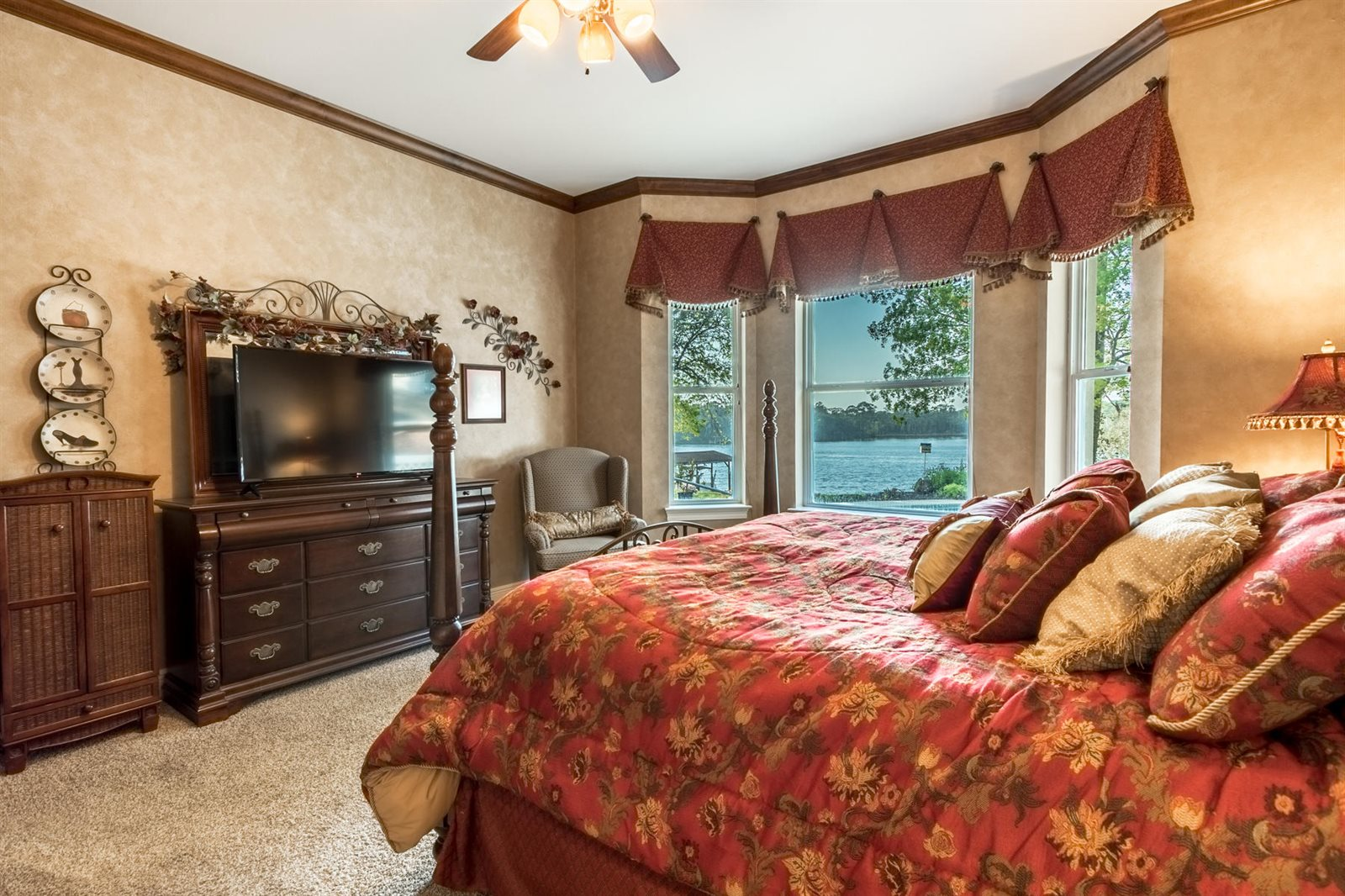 1009 Lake Drive, Niceville, FL 32578