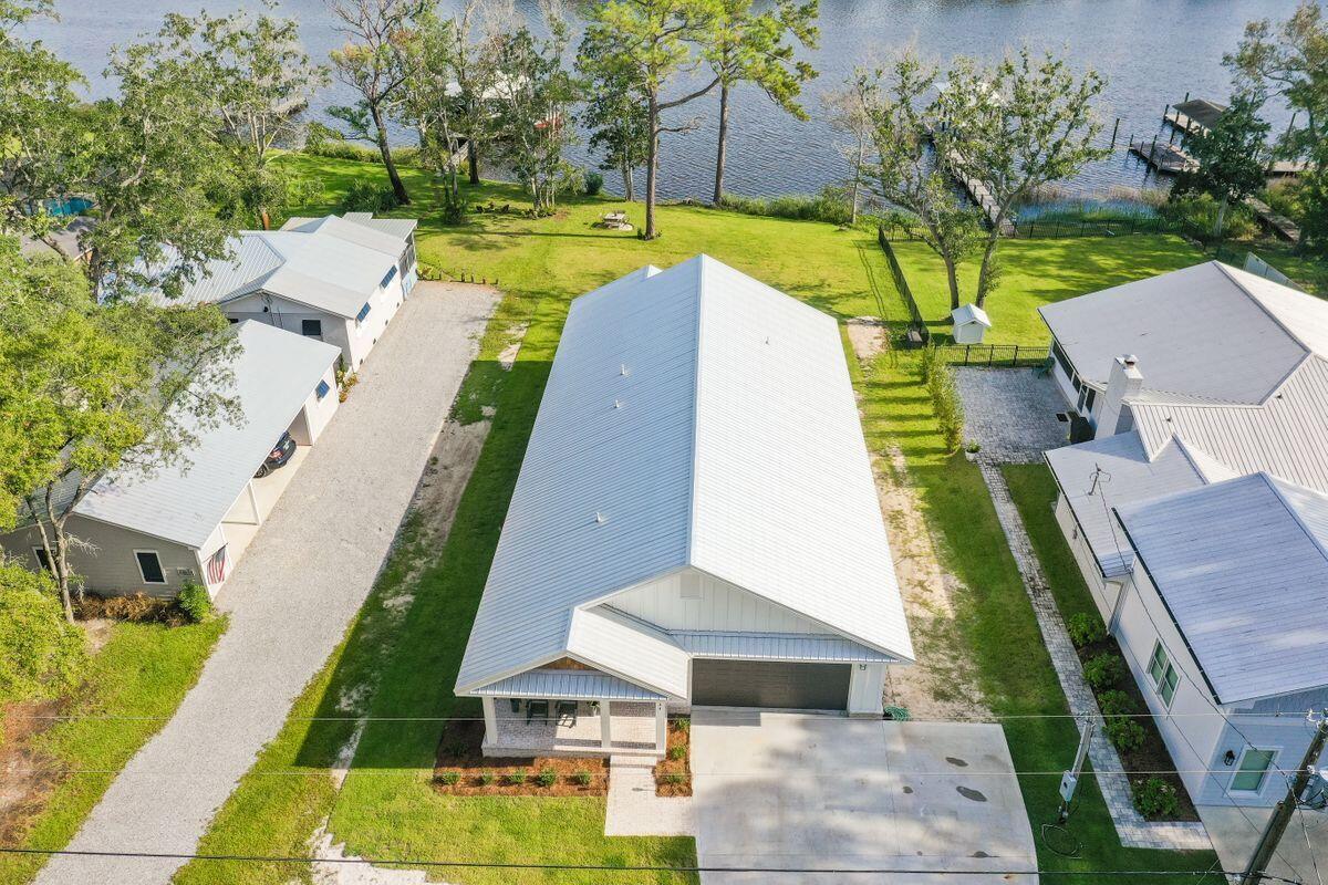 934 Bay Grove Road, Freeport, FL 32439
