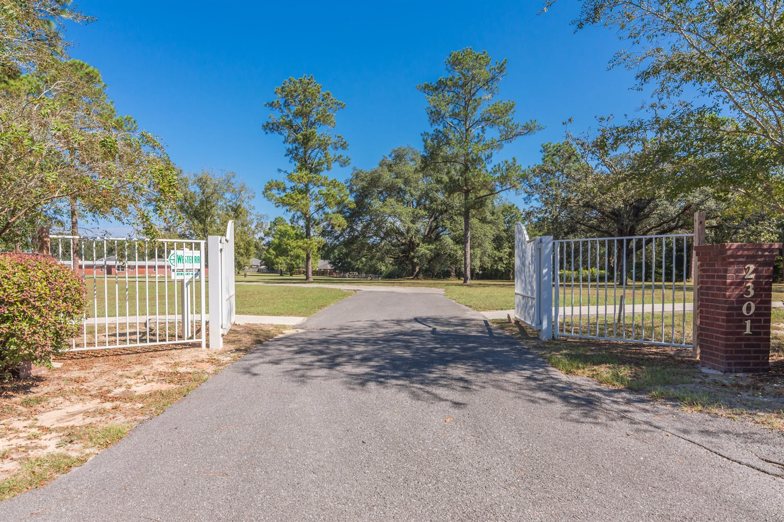 2301 West James Lee Boulevard, Crestview, FL 32536
