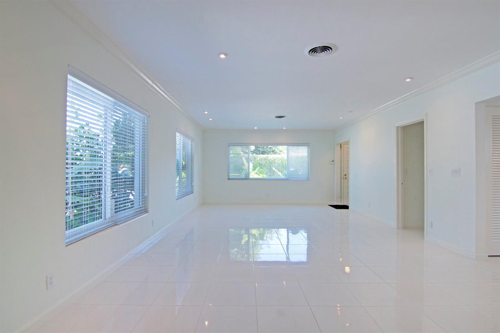 209 Elwa Place, West Palm Beach, FL 33405