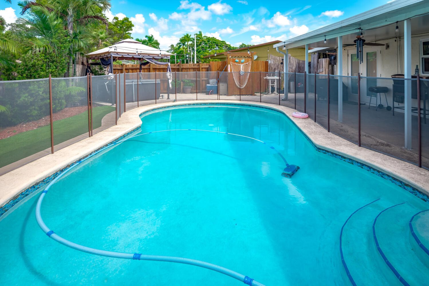6847 NW 24th Way, Fort Lauderdale, FL 33309