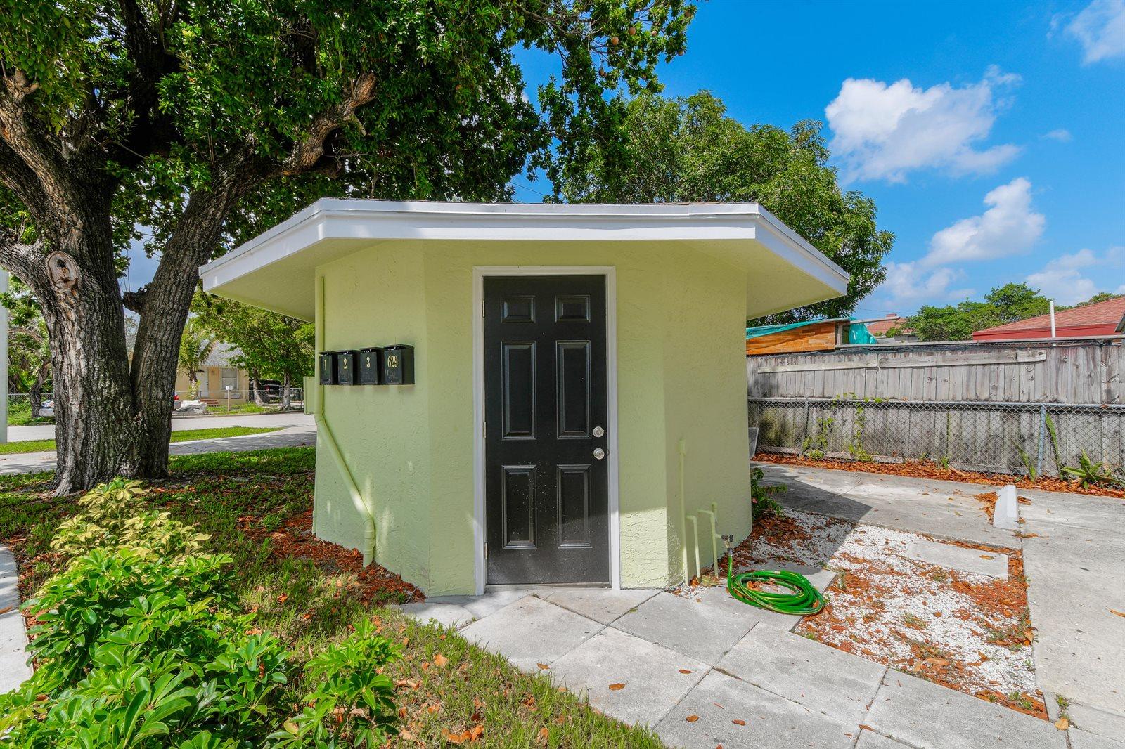 627 Bunker Road, West Palm Beach, FL 33405