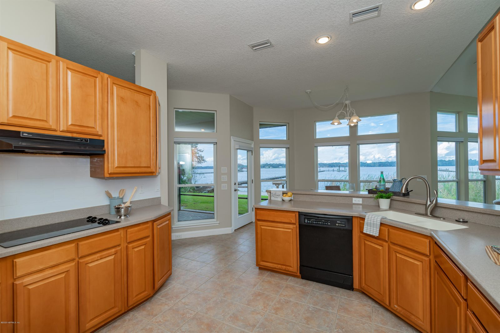 2323 Lakeshore Dr North, Fleming Island, FL 32003