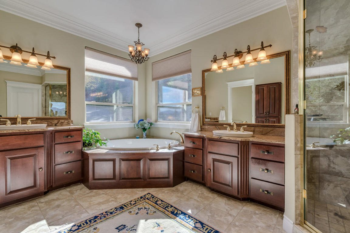 3567 South Capeview Ct, Coeur d'Alene, ID 83814
