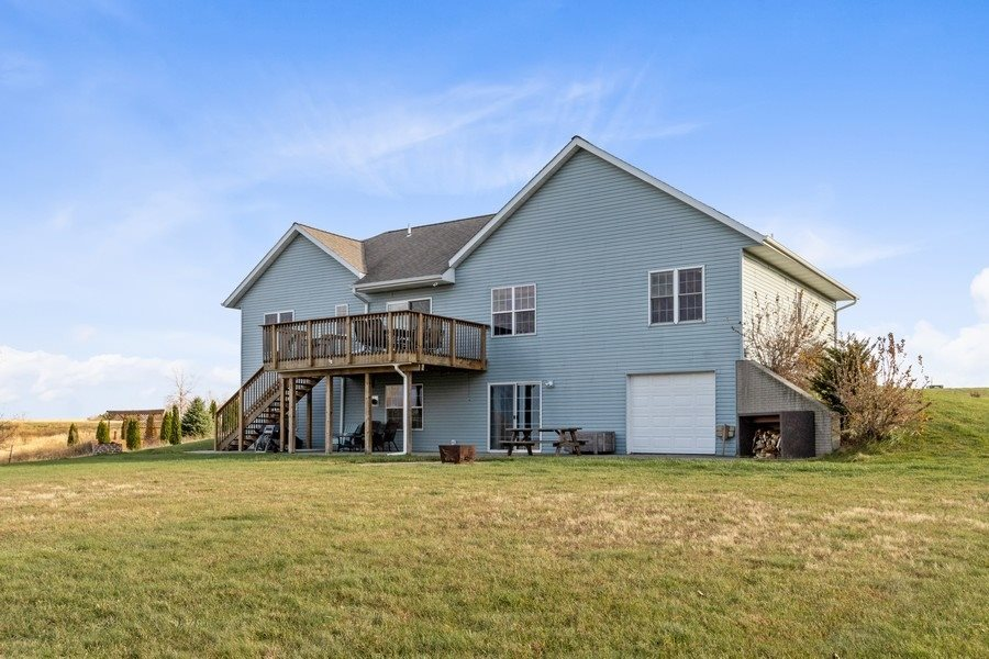 2239 288th Drive, Williamsburg, IA 52361