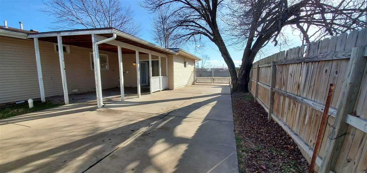 2428 W 30th St S, Wichita, KS 67217