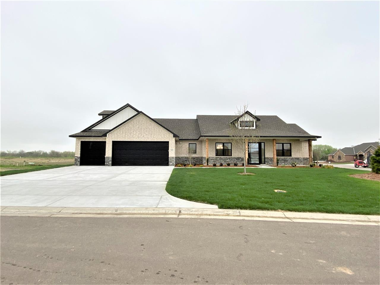 14018 E Willowgreen Ct, Wichita, KS 67230