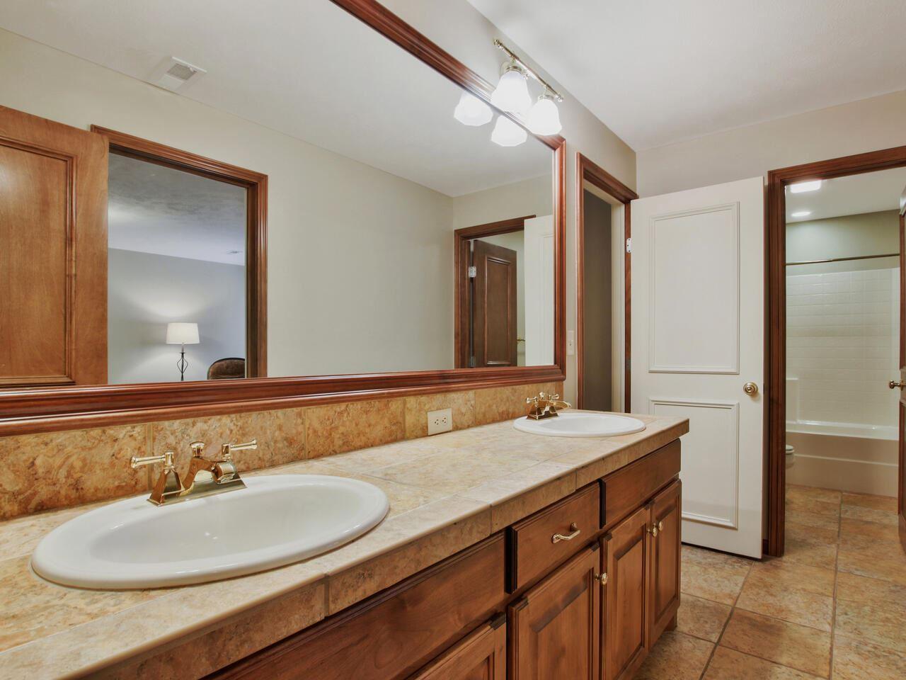 1814 N Red Brush St, Wichita, KS 67206