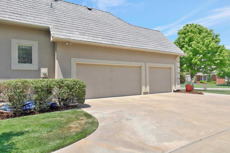 12740 E Meadow Ct, Wichita, KS 67206