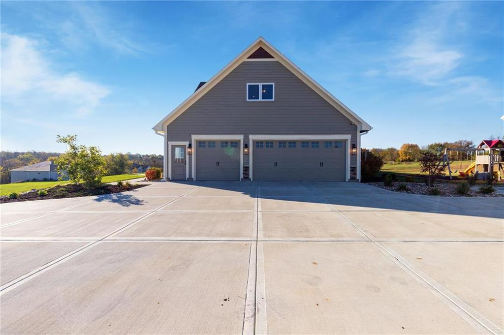 12004 South Eagle Crest Drive, Lee's Summit, MO 64086