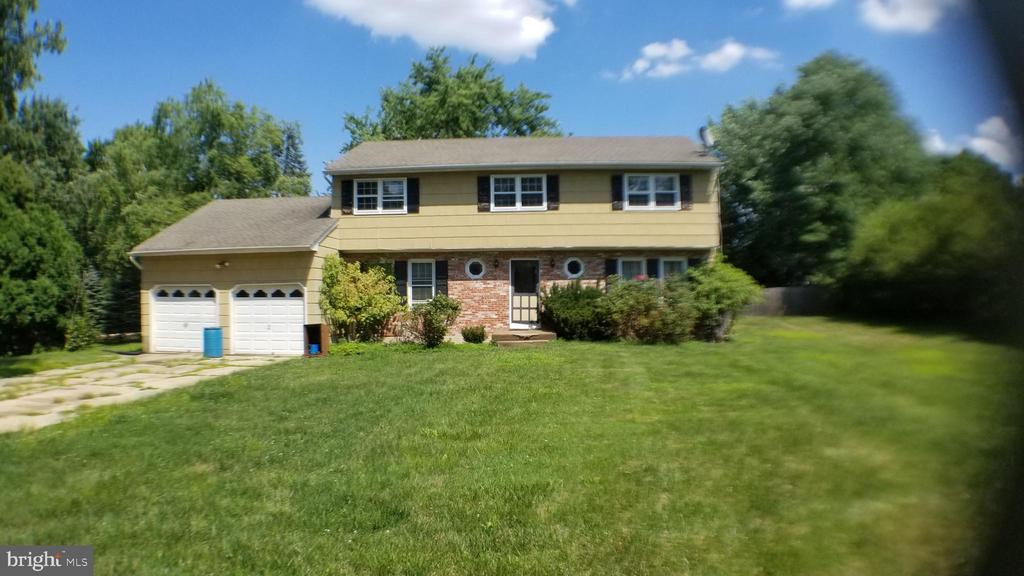 4 Blue Ridge Dr, Ewing, NJ 08638