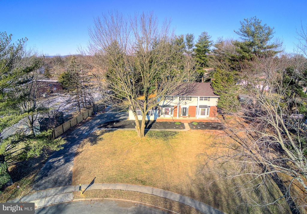 8 Willowood Drive, Ewing, NJ 08628