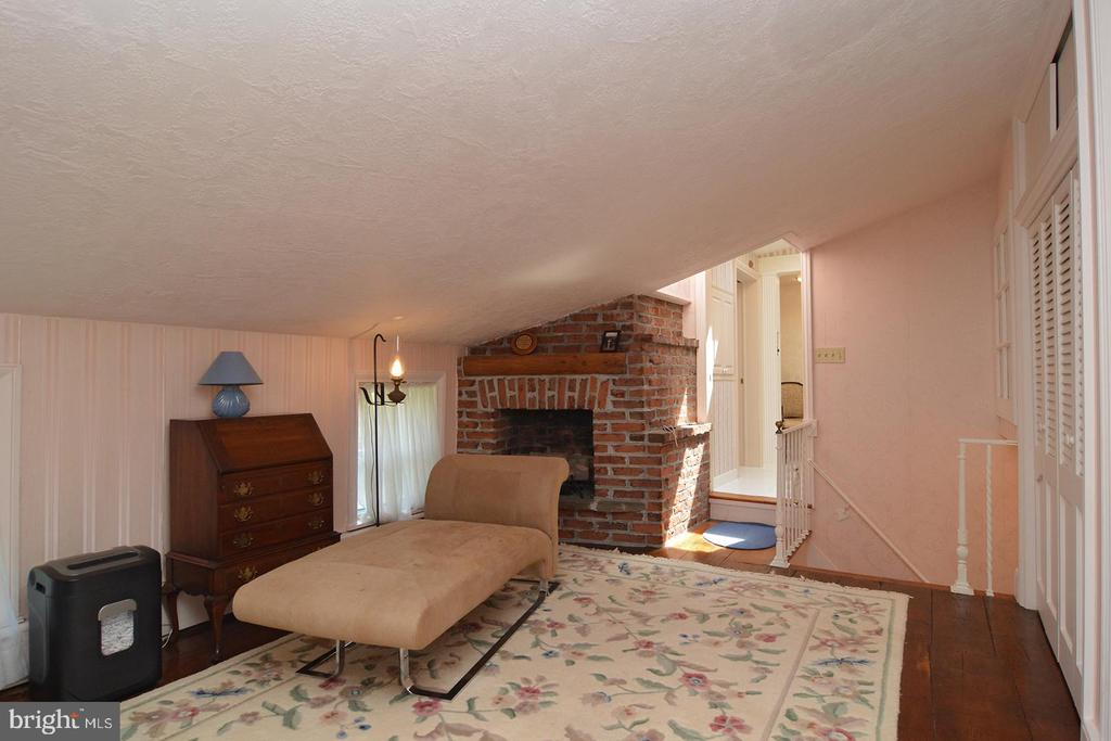 96 Old Airport Road, Douglassville, PA 19518