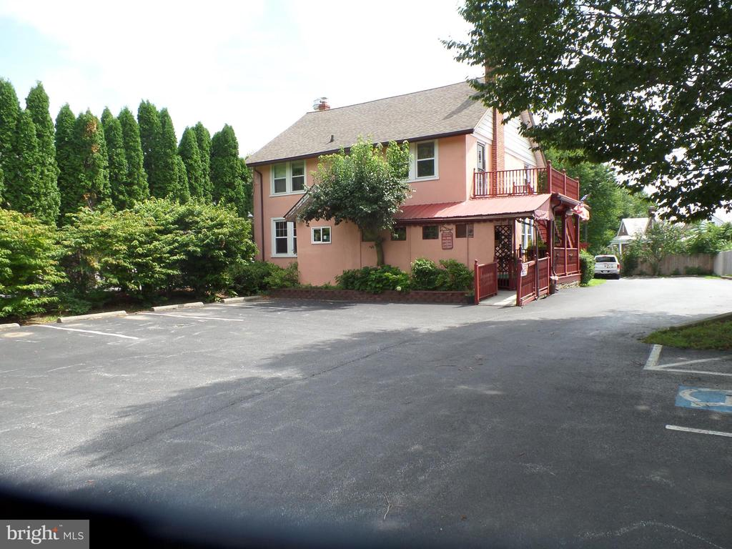 8 East Welsh Pool Road, Exton, PA 19341