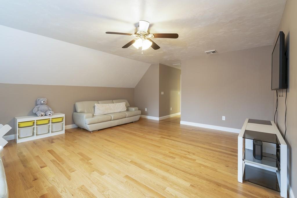 10 Villa Dr, Foxboro, MA 02035