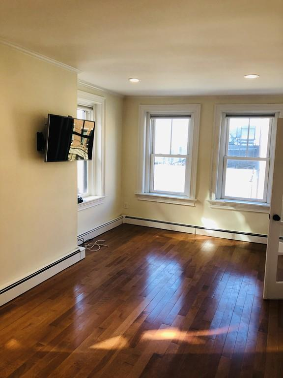 402 Commercial St, #3, Boston, MA 02109