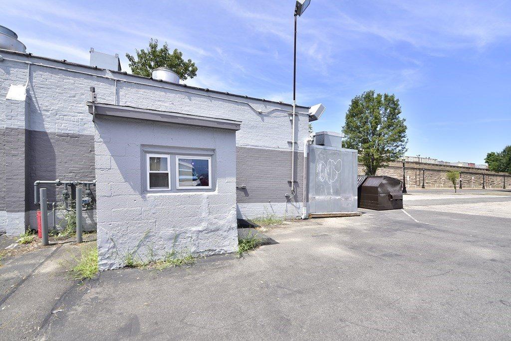 459 Dwight St, Springfield, MA 01103