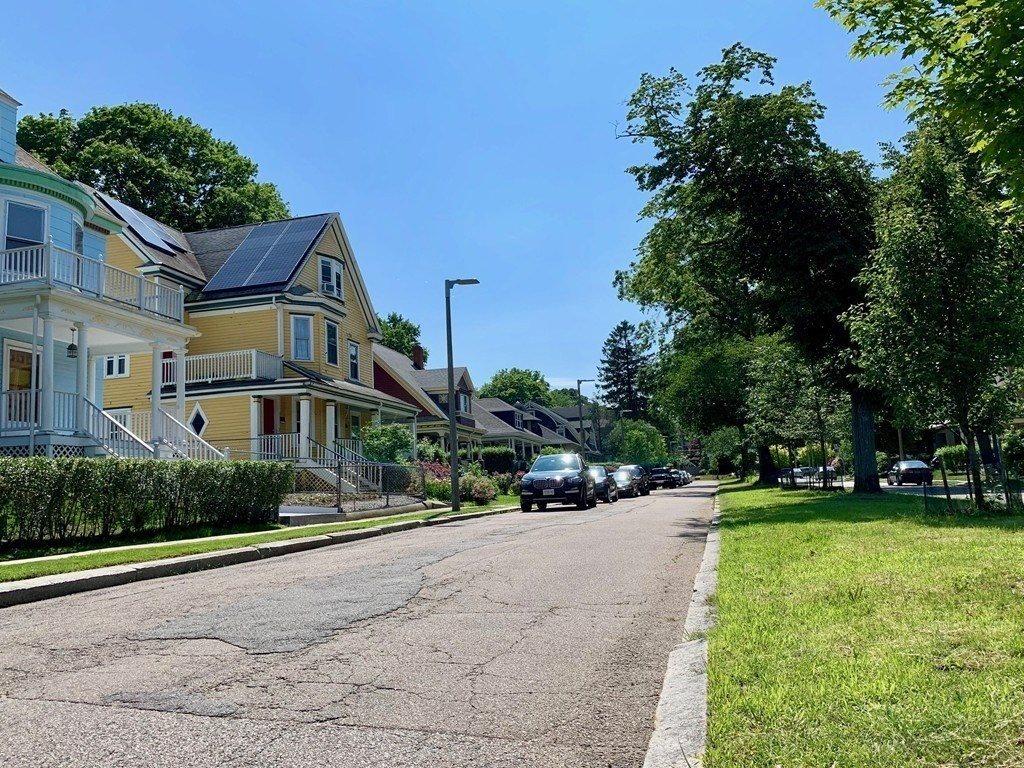 15 Centervale Park, Boston, MA 02124