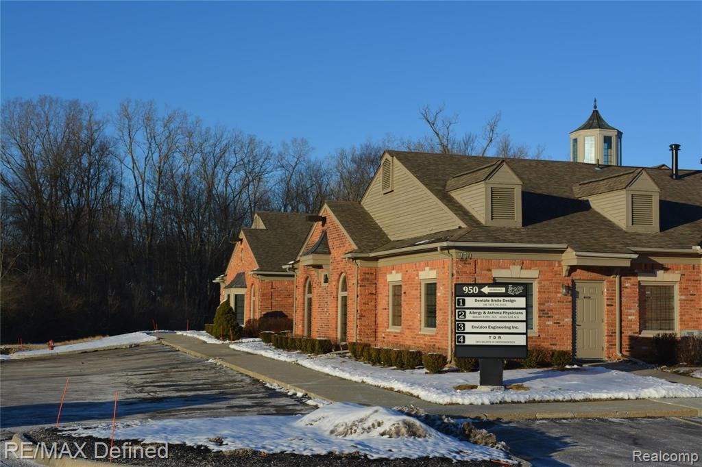 950 West W Avon Road, #3, Rochester Hills, MI 48307