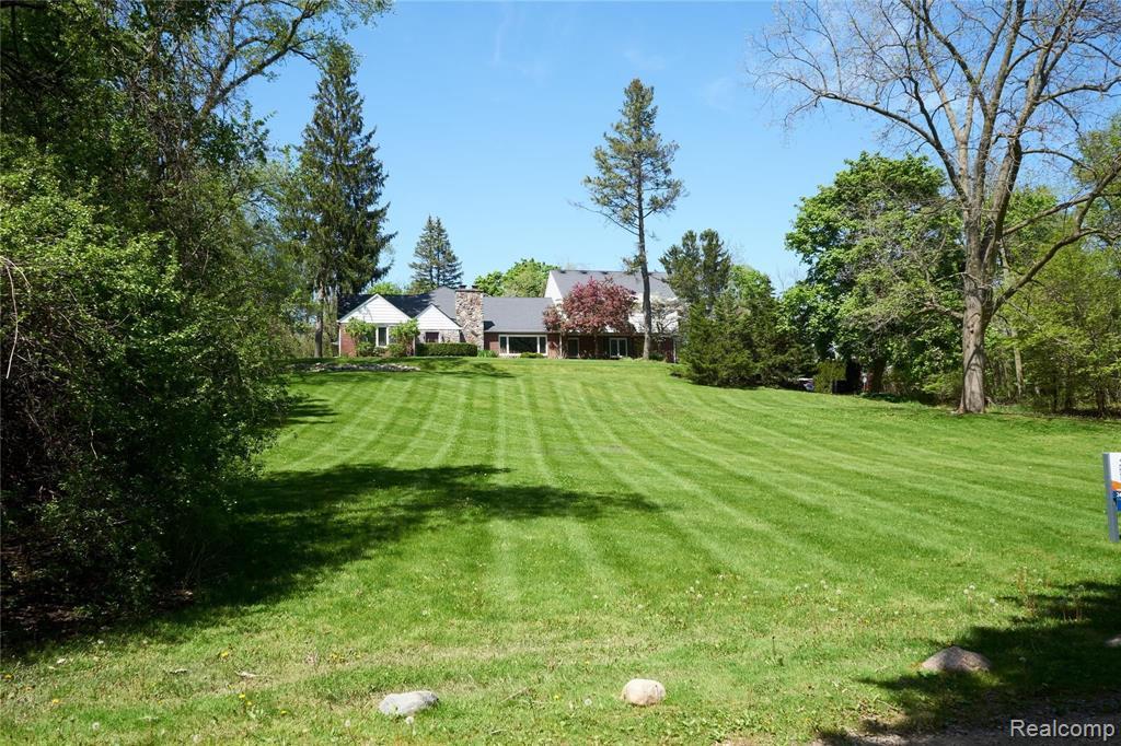 46018 Bloomcrest Drive, Northville Township, MI 48167