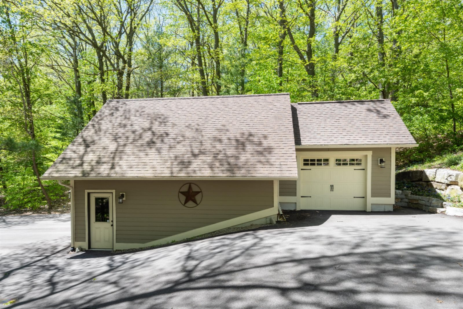 6697 Indian Pipe Circle, Holland, MI 49423