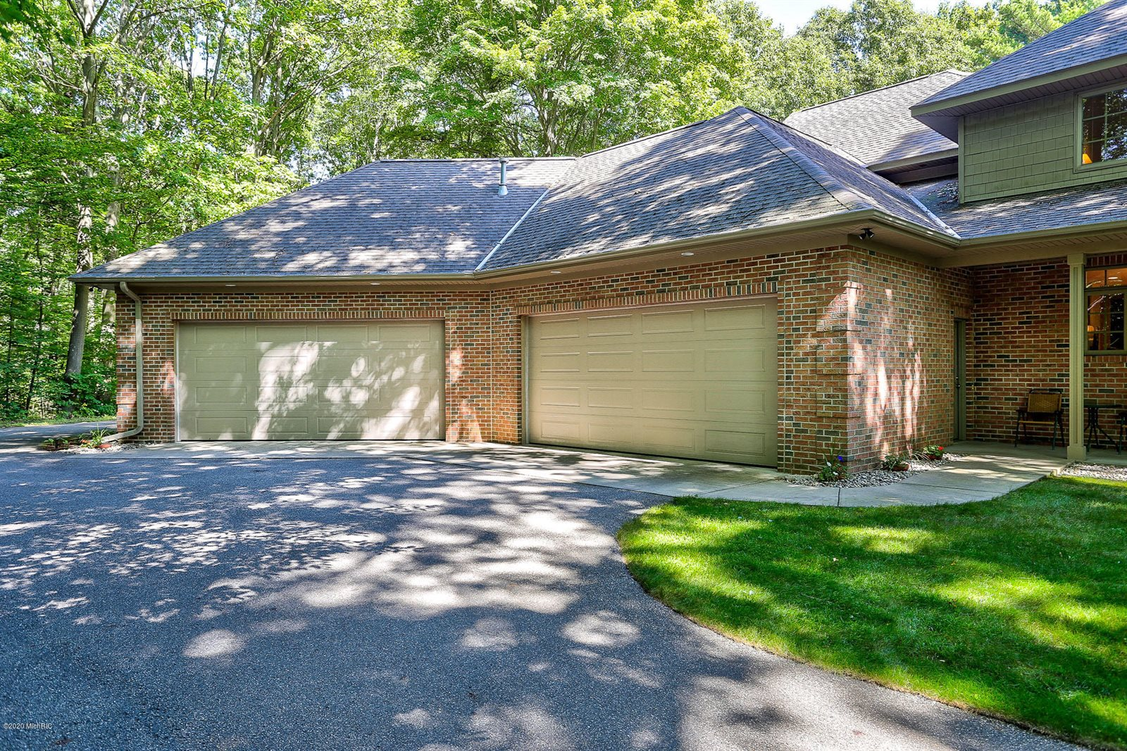 16850 Shore Oaks East Lane, Holland, MI 49424