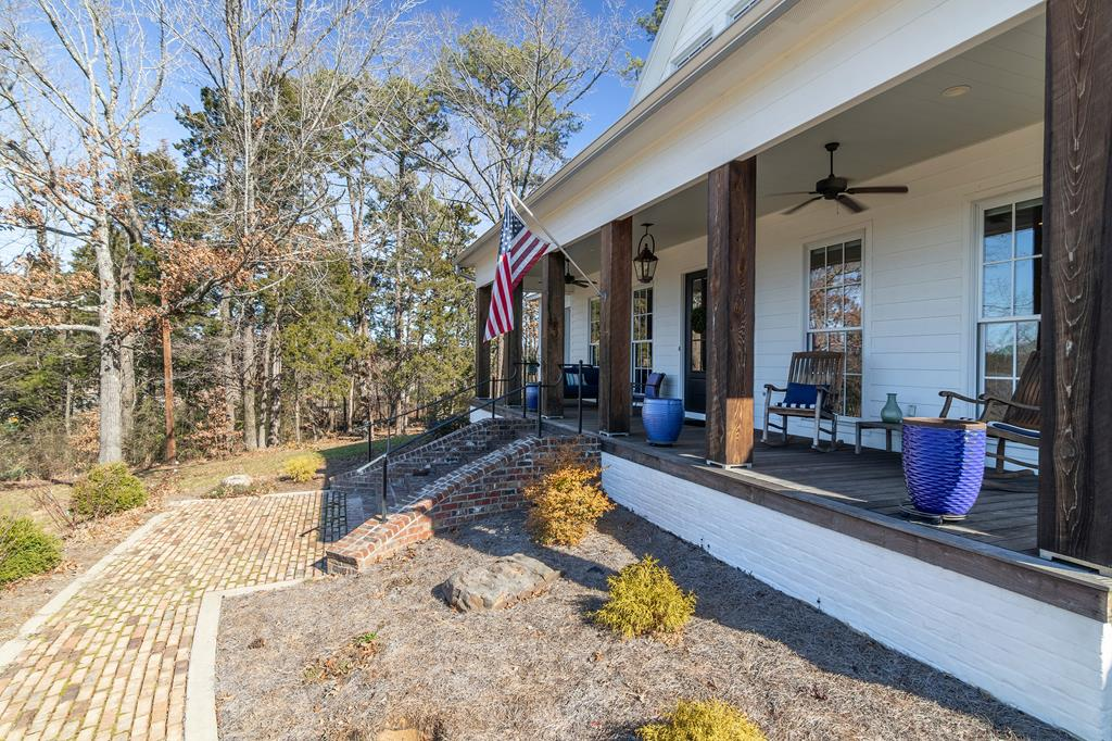 2109 Old Taylor Rd, Oxford, MS 38655