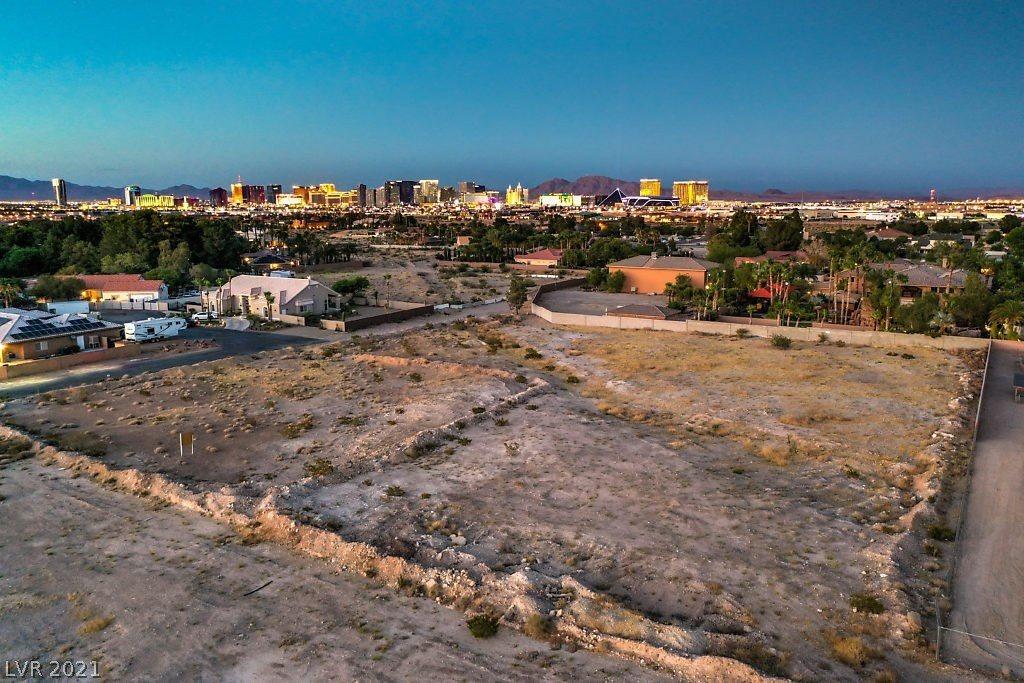 5801 Sobb Avenue, Las Vegas, NV 89118
