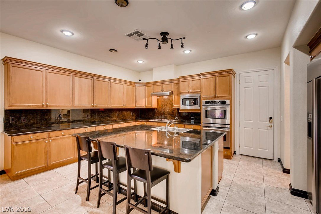 1711 Songlight Court, Las Vegas, NV 89117