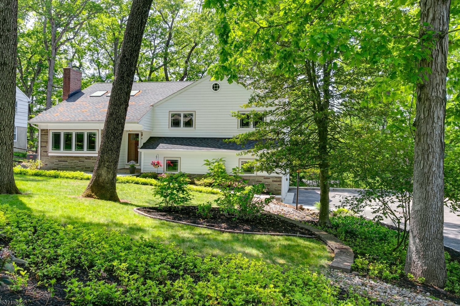 129 Countryside Dr, Berkeley Heights Township, NJ 07901