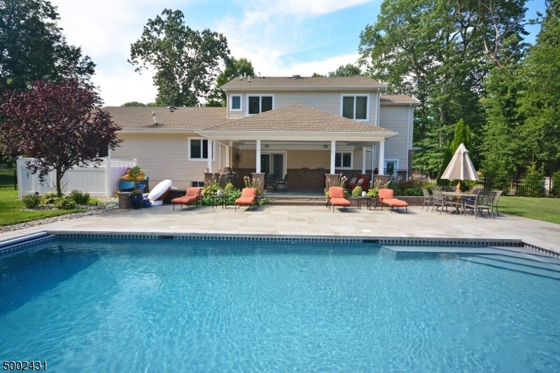 22 Arrighi Dr, Warren Township, NJ 07059