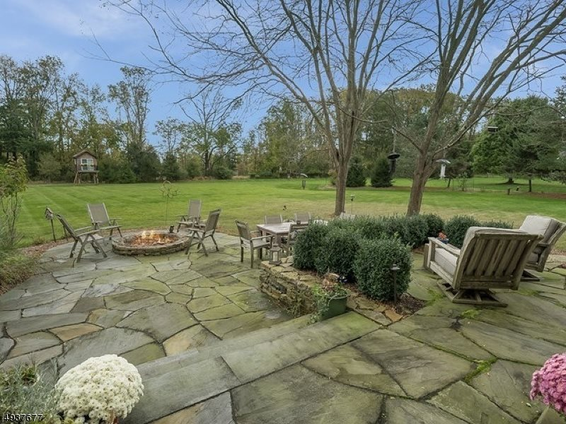 15 Forest View Dr, Chester Township, NJ 07930