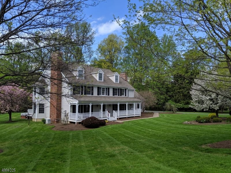 18 Forest View Dr, Chester Township, NJ 07930