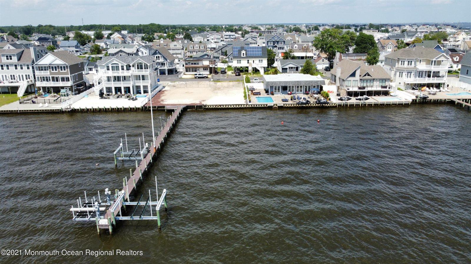 39 Bay Shore Drive, Toms River, NJ 08753