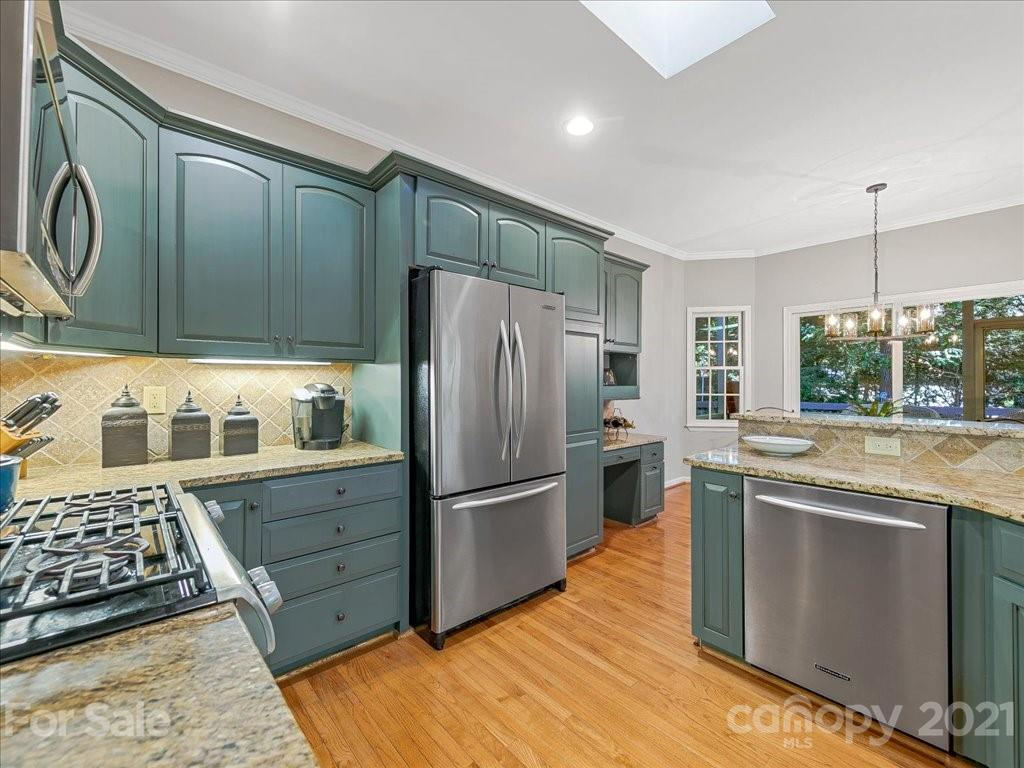 271 Sweetwater Hills Drive, Hendersonville, NC 28792