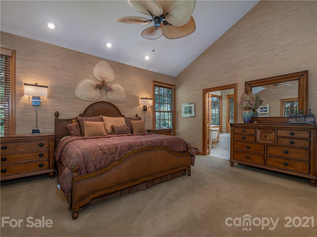 1000 Indian Cave Road, Hendersonville, NC 28739