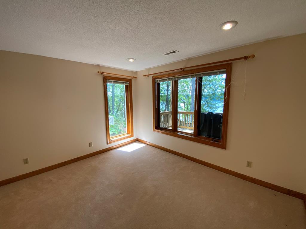 170 Lake Forest Rd, Bracey, VA 23919