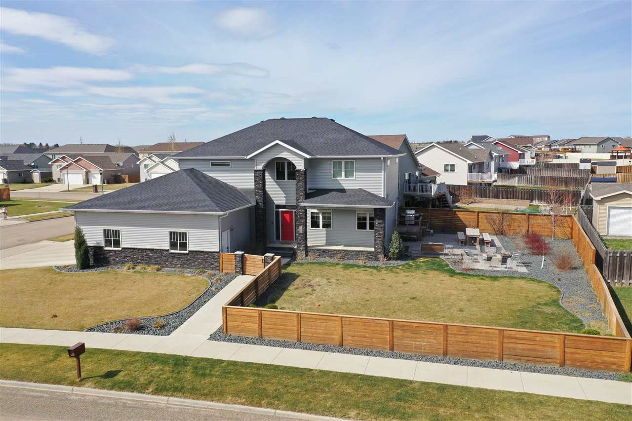 2730 Crescent Drive NW, Minot, ND 58703