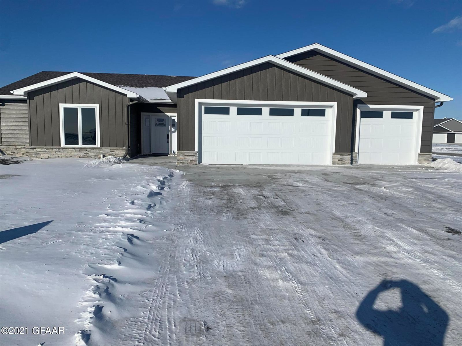 1402 57TH Avenue South, Grand Forks, ND 58201