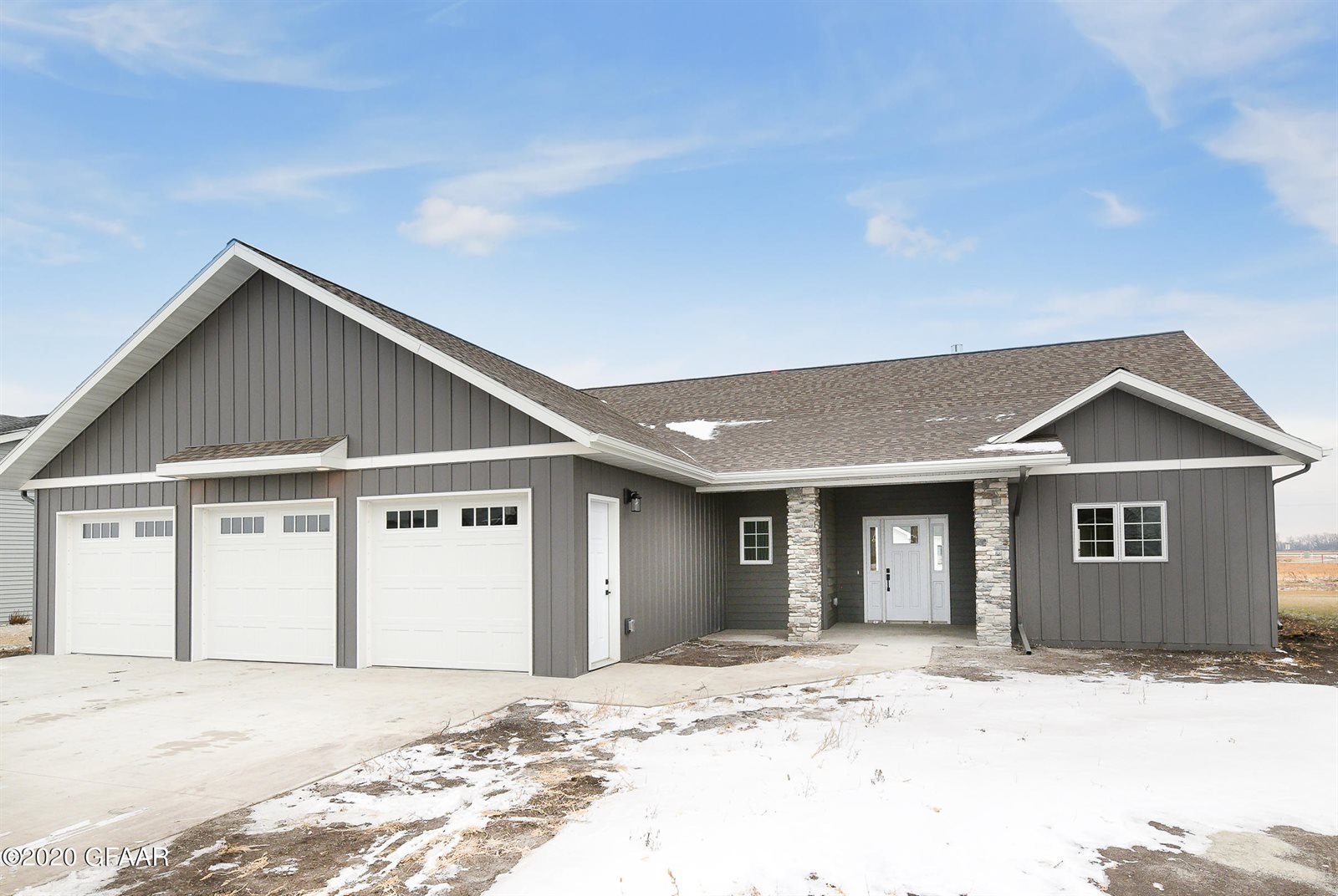 2028 Kings View Drive, Grand Forks, ND 58201