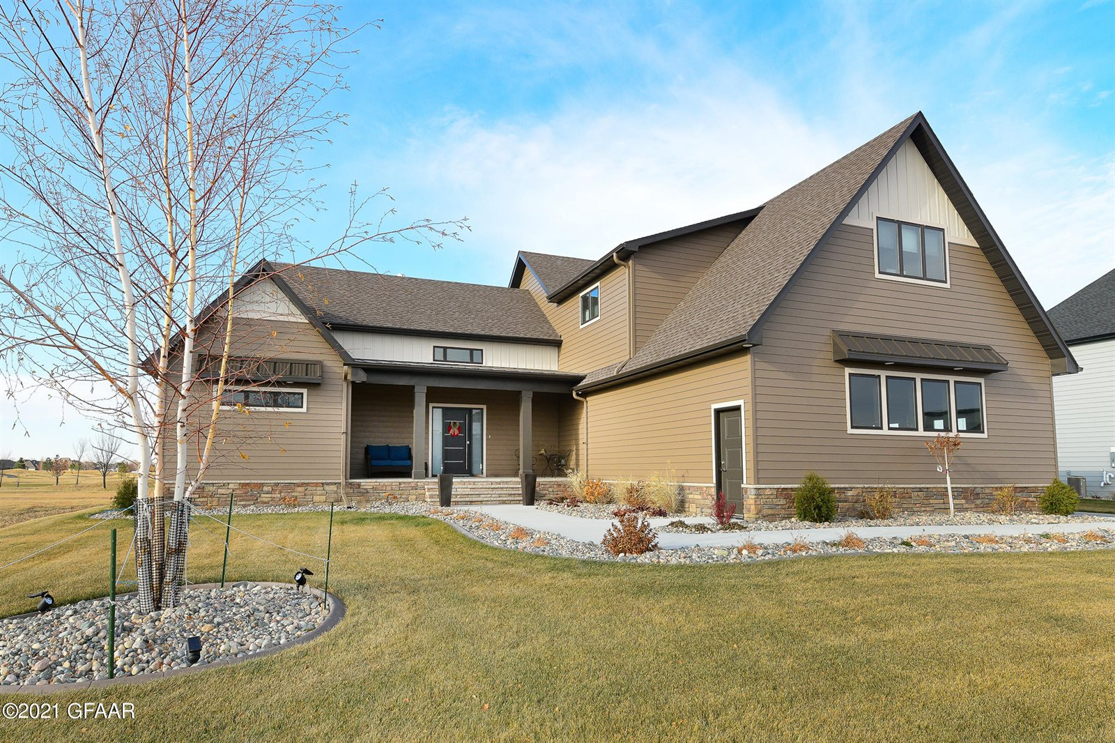 2021 Kings View Drive, Grand Forks, ND 58201