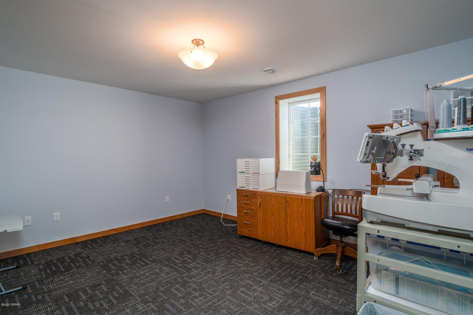 5691 E Prairiewood Dr, Grand Forks, ND 58201