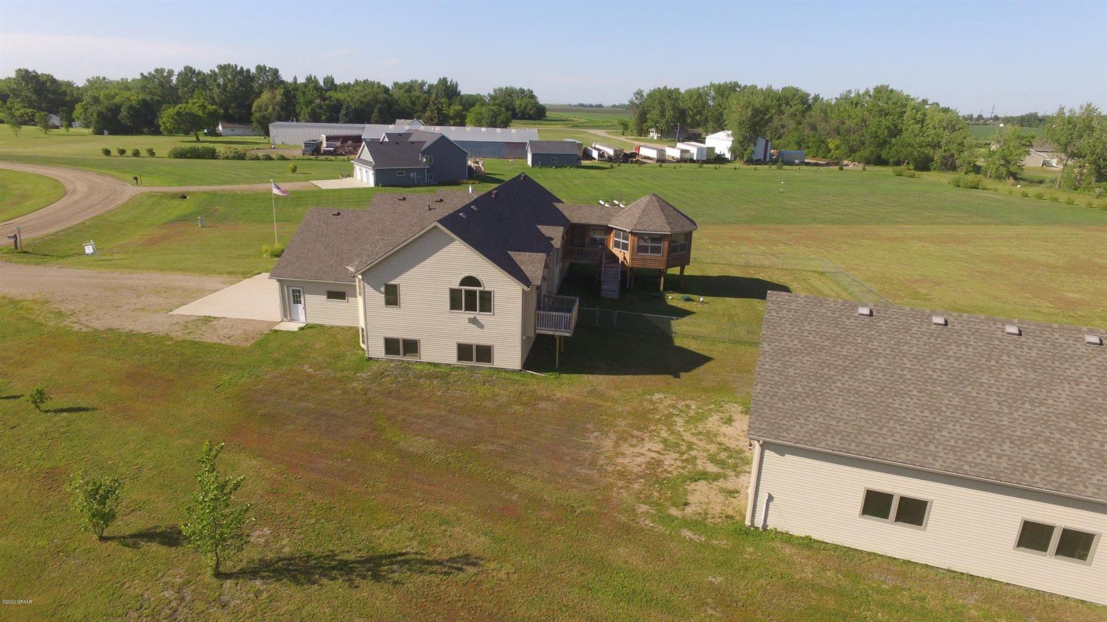 1648 Drews Drive, Grand Forks, ND 58201