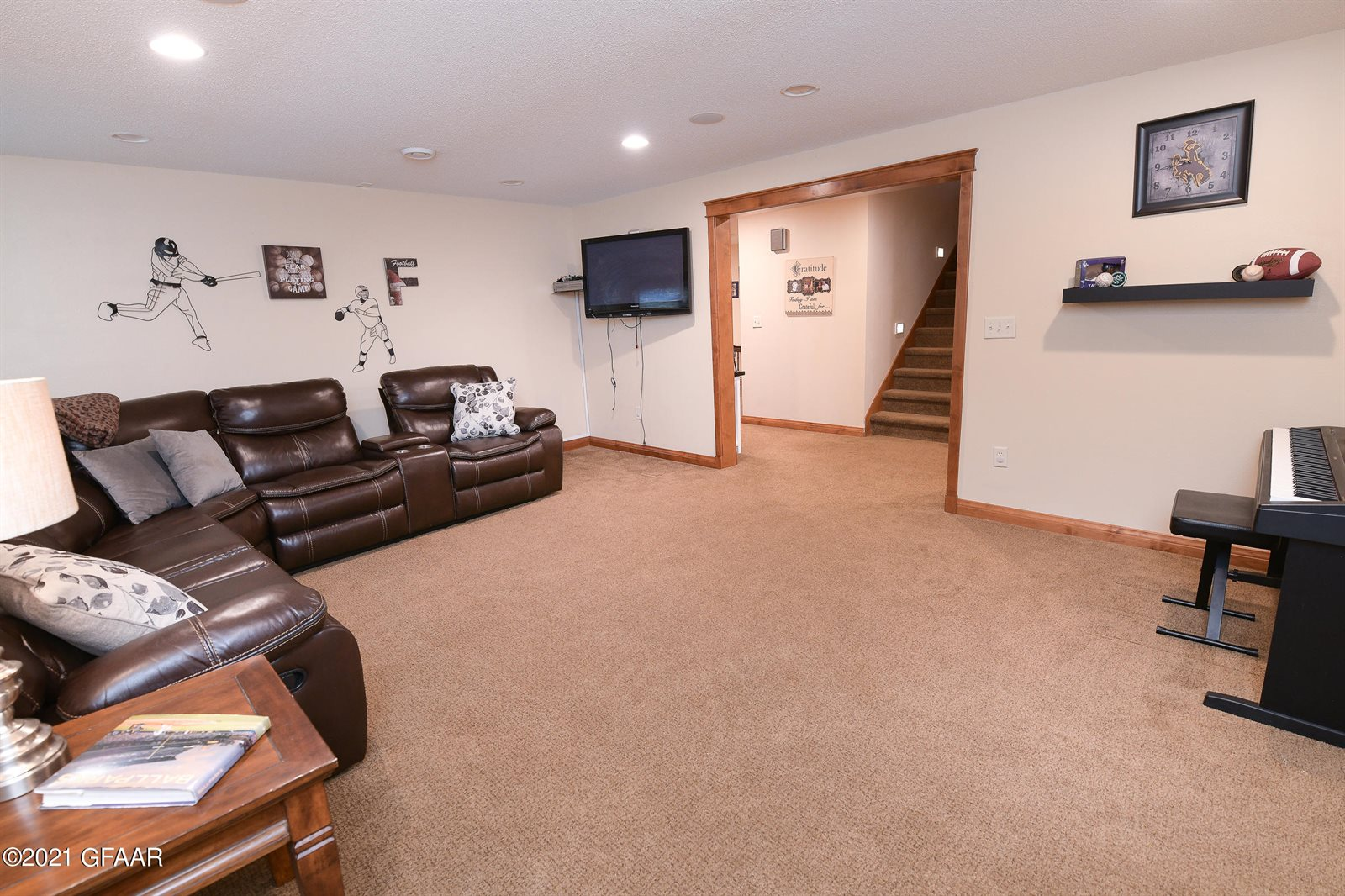1585 Kingsview Drive, Grand Forks, ND 58201
