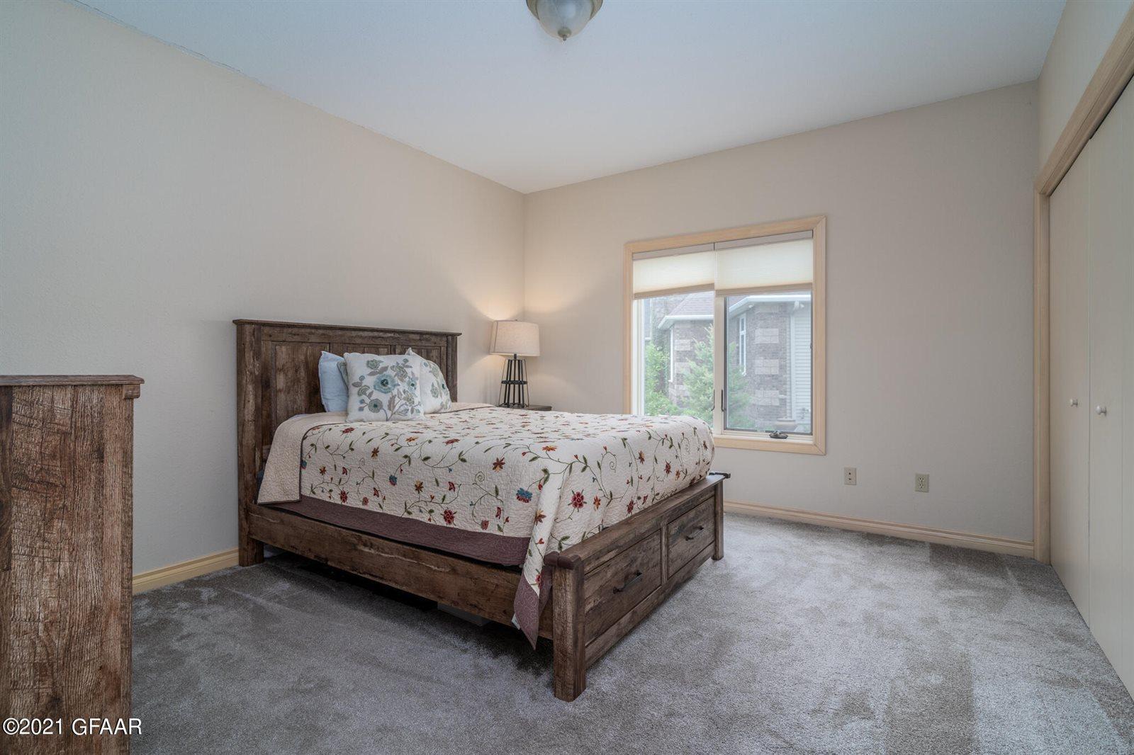 5837 Pinehurst Court, Grand Forks, ND 58201